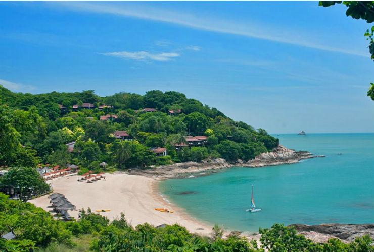 熱帯雨林とターコイズブルーの海とに抱かれたリゾート。