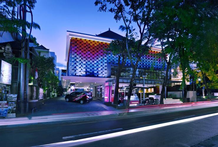 カルティカプラザ通り沿いのホテル