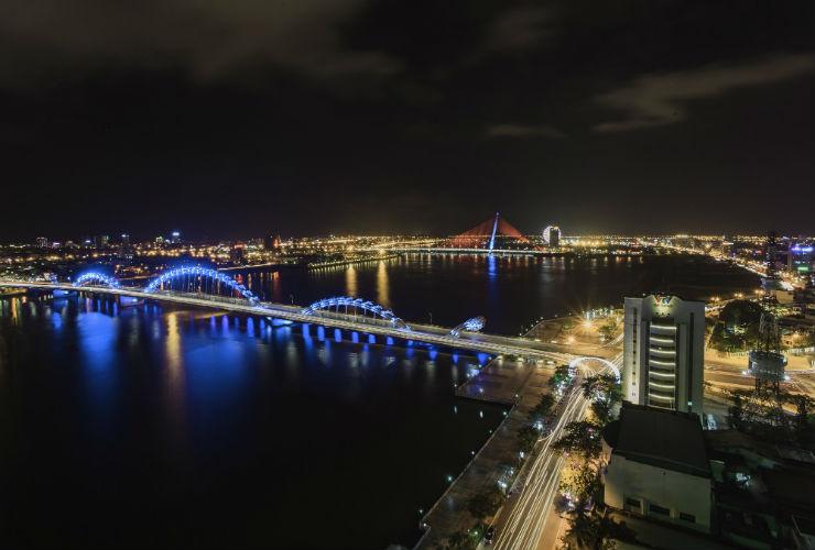 ドラゴン橋の夜景