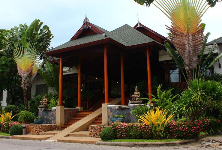 タイの雰囲気いっぱいの入口。