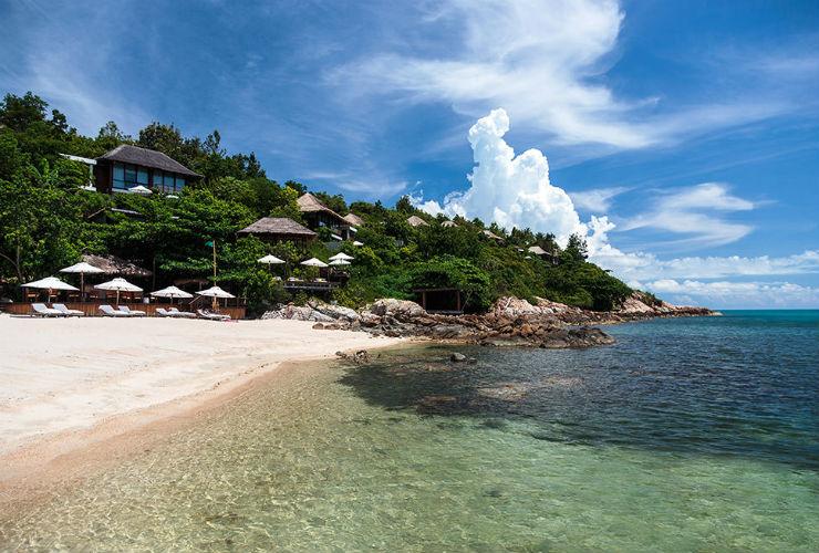 リゾートの概観とビーチ。