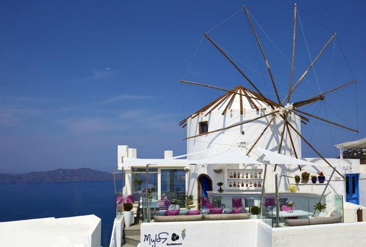 ホテルの象徴の風車。