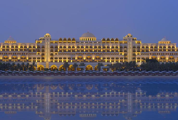 宮殿のような豪華ホテルで至福の滞在を