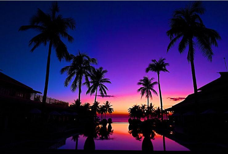 夜明け前の南シナ海がとても幻想的です。