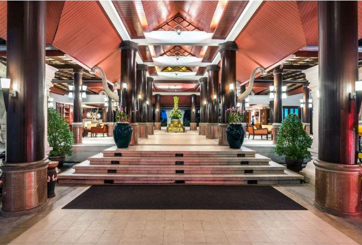ロビー。タイの伝統的なデザインを取り入れたつくりになっています。