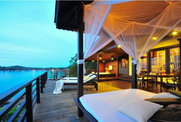 タイらしいヴィラからは海が見えます。