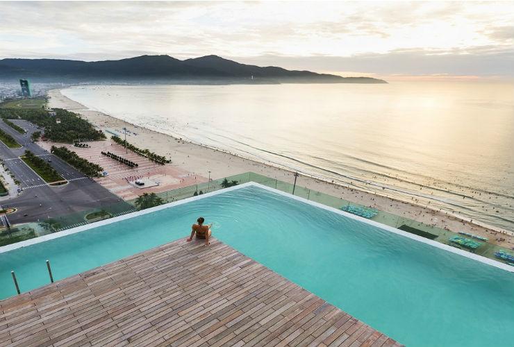 ホテルの屋上から見えるビーチ