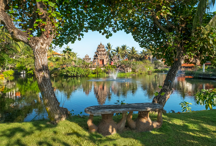 ガーデンの中のバリのお寺