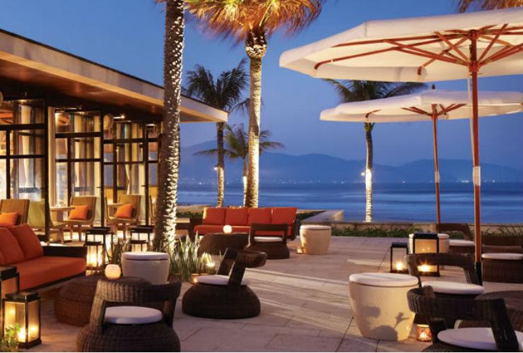 ビーチ沿いのレストラン