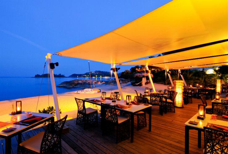 プライベートビーチに建つレストラン。