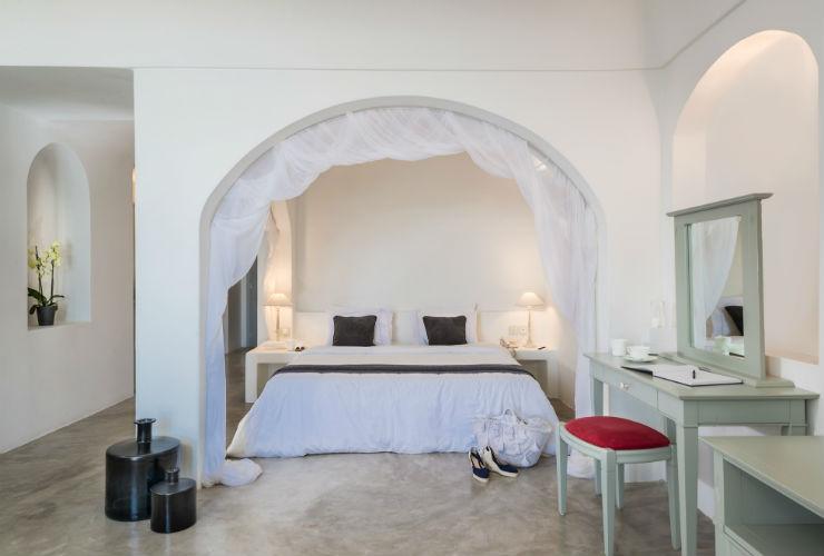 洞窟とは思えない、きらびやかな寝室。
