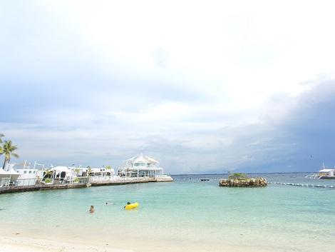 ビーチから臨むイビサビーチクラブ