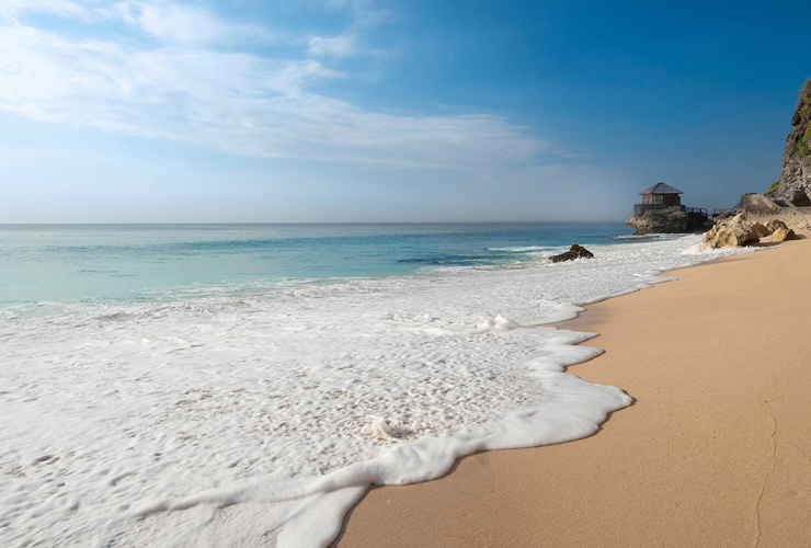 青い海が美しいクブビーチ
