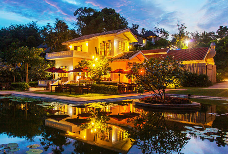 洋館にあるレストランはタイ南部の料理が食べられます。