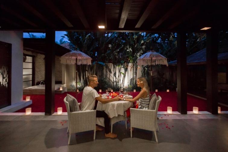 プライベートヴィラでロマンチックディナーも
