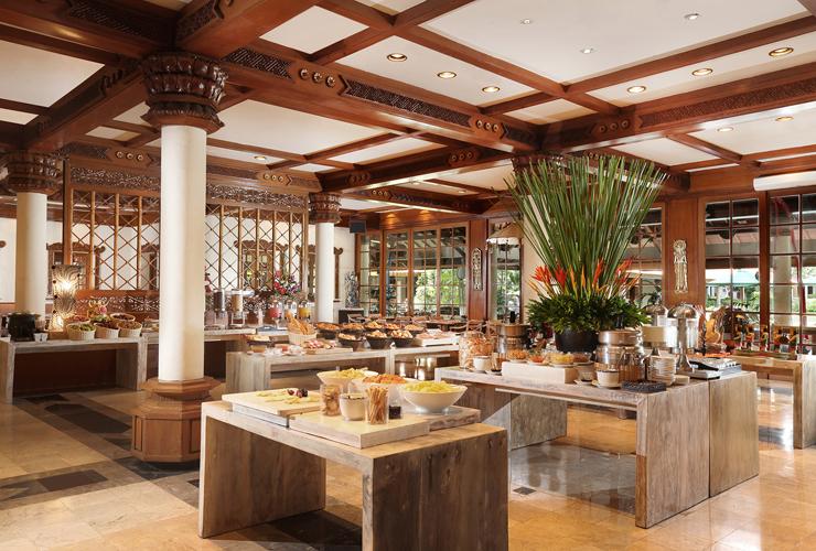 ウォーターフォールレストランでの朝食ビュッフェ風景
