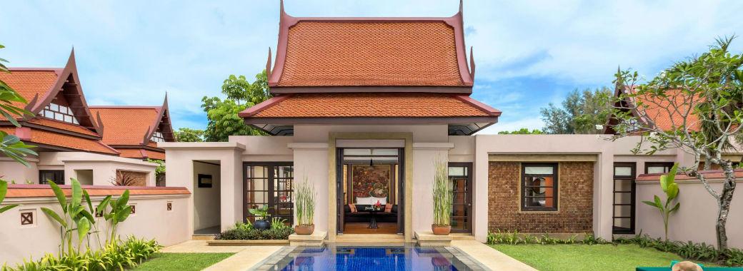 タイの伝統建築を思わせる建物。