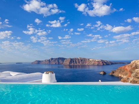 サントリーニ島:カティキエス ザ ホテル プールからの眺め