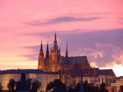 ◇プラハ:夕暮れのプラハ城