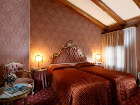 ベネチア:ホテル リアルト 客室一例