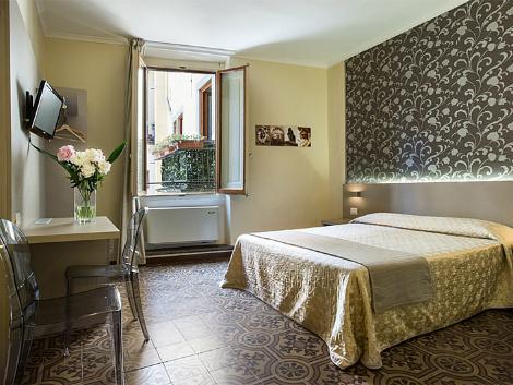 フィレンツェ:アルベルゴ フィレンツェ 客室一例