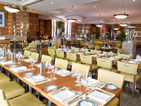 ドバイ:ヒルトン ドバイ ジュメイラ ビーチ レストラン