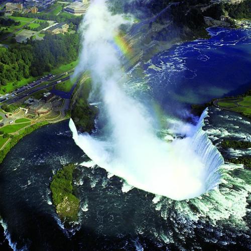 ナイアガラの滝 ©写真提供:オンタリオ州観光局