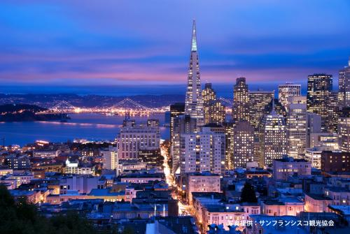 夕暮れのサンフランシスコの街並み