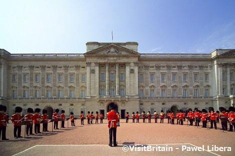 ◇ロンドン:バッキンガム宮殿の衛兵交代式
