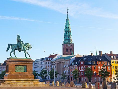 ◇◎コペンハーゲン:街並みとフレデリク7世の像