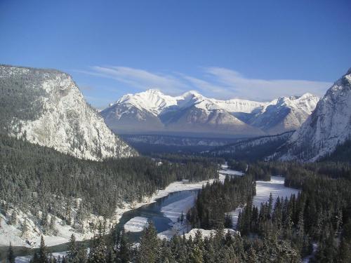 美しい山々の雪化粧(イメージ)