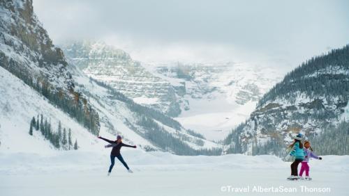 凍結した湖面でスケート(イメージ)