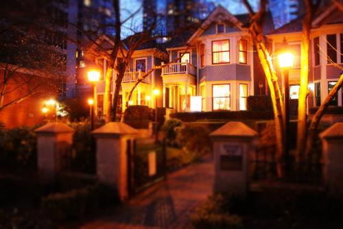 歴史あるビクトリア様式の家は市で保護されている(バンクーバー)