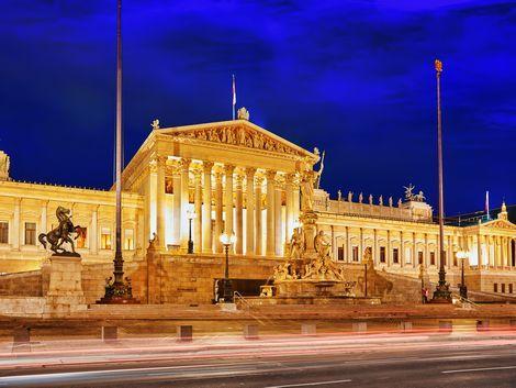 ◇◎ウィーン:ライトアップされた国会議事堂