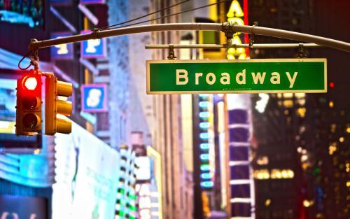 劇場街で有名なブロードウェイ(ニューヨーク)
