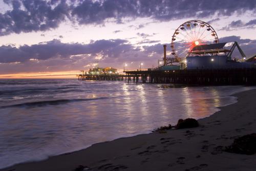 サンタモニカビーチの夕景(ロサンゼルス)