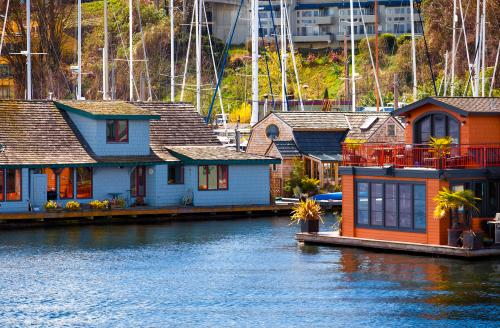 カラフルに塗られた水上の家、フローティングハウス(シアトル)