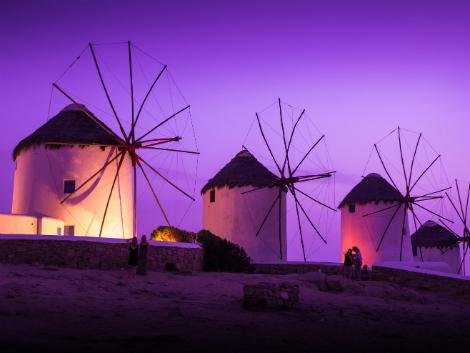◇ミコノス島:夕焼けの風車群