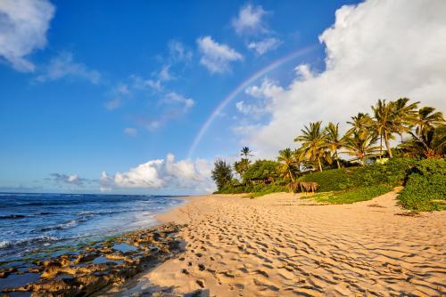 サンセットビーチにかかる虹(オアフ島)