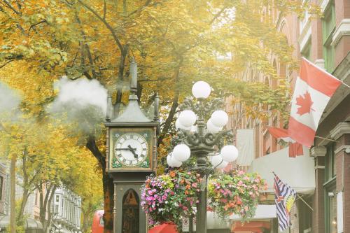 バンクーバー中心の歴史ある蒸気時計
