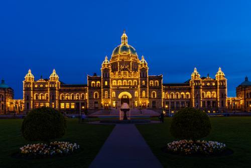 ライトアップされた州議事堂(ビクトリア)