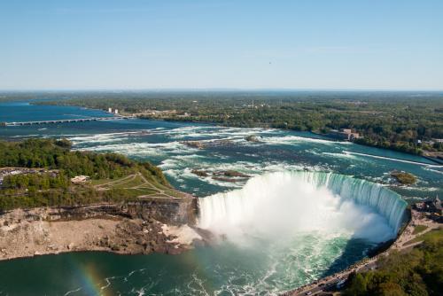 大迫力のナイアガラの滝