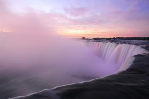 朝のナイアガラの滝