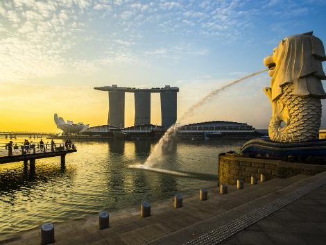 シンガポール:夕暮れのマーライオン
