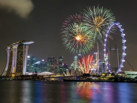 シンガポール:マリーナの夜を彩る花火