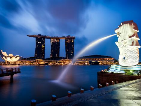 シンガポール:夜のマーライオン