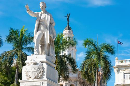 ハバナセントラルパークのホセ・マルティ像(キューバ)