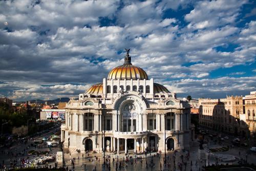 メシキコシティにあるベジャス アルテス宮殿