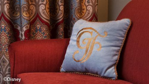 ディズニー・グランド・フロリディアン・リゾート&スパ ホテル名の頭文字の模様のクッション