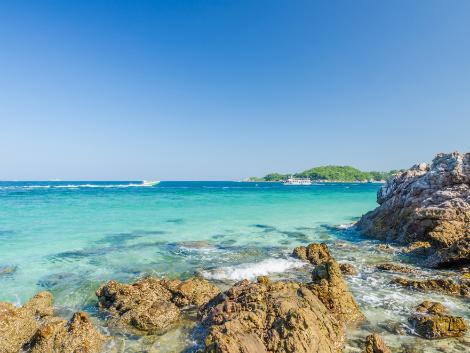 パタヤ:スピードボートで約30分のラン島まで行けば海の透明度も段違い